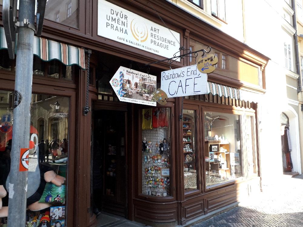 Der Eingang zum Café.