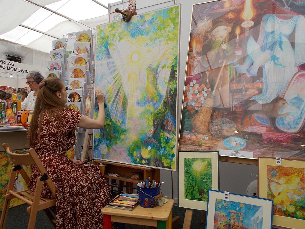 Und Malerinnen zeigen ihre Galerien.