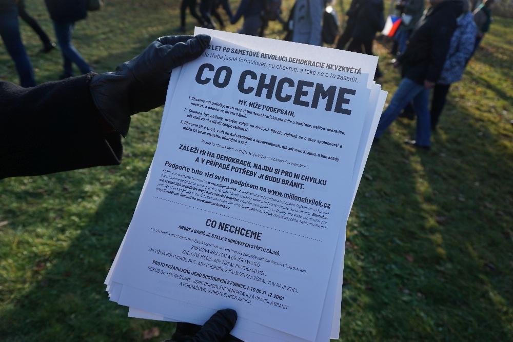 """Die Forderungen des Netzwerks """"Milion chvilek pro demokracii"""" (Eine Million Augenblicke für die Demokratie). Foto: K. Kountouroyanis"""