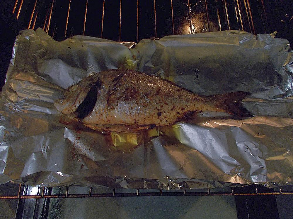 Vorsicht! Den Fisch nicht zu lange im Ofen lassen. Lieber langsam garen.