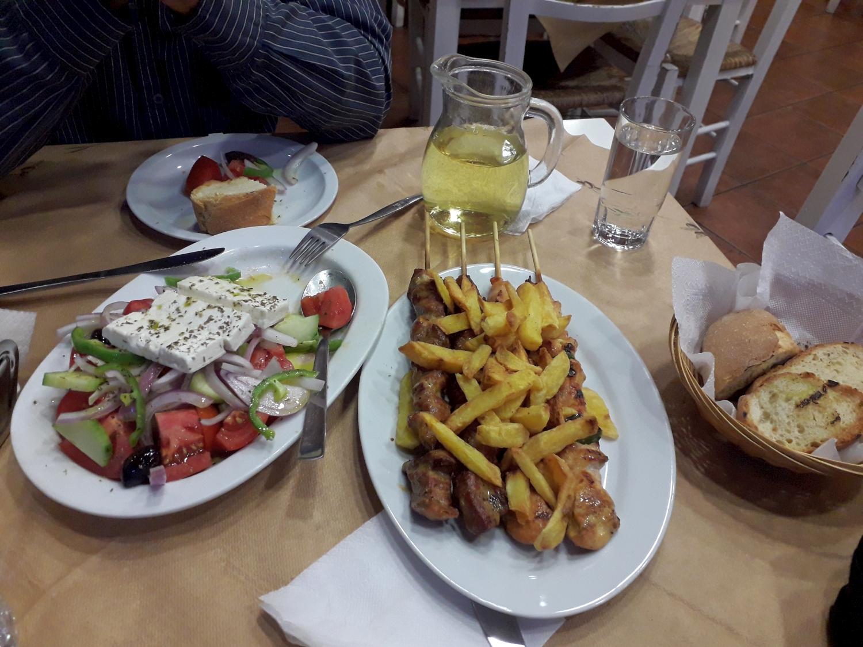 Ministerpräsident Tsiodras sieht griechische Küche und Sport als Garant für ein gesundes Immunsystem. Foto: K. Kountouroyanis