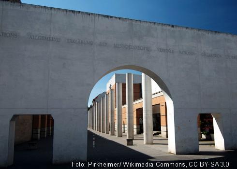 Die Straße der Menschenrechte in Nürnberg, erschaffen vom Bildhauer Dani Karavan.