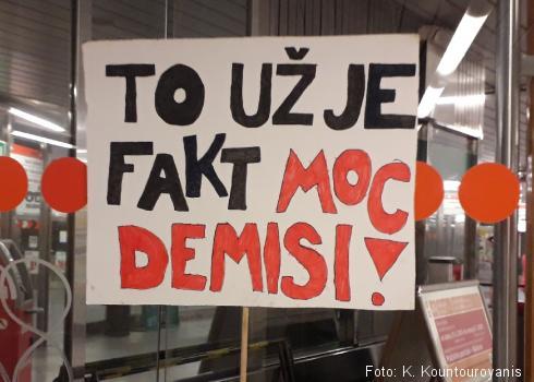 Auch in den U-Bahnen hinterließen die Demonstranten ihre Protestaufrufe.