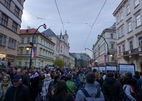 Straßenfest in der Nationalstraße aus Anlass des 30. Jahrestages der Sanften Revolution. Foto: K. Kountouroyanis
