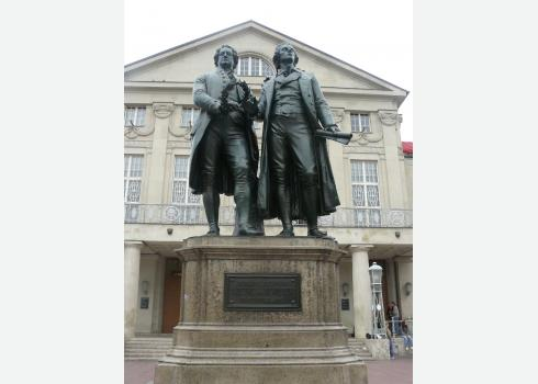 """Die Werte von Goethe und Schiller im """"Sozialstaat Deutschland"""" vertreten. Immer mehr Lehrer in Deutschland halten dies für Fassaden-Demokratie. Foto: Kountouroyanis"""