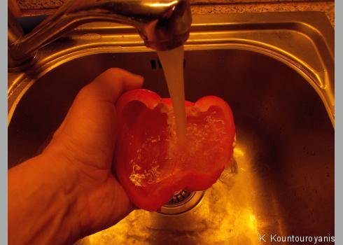 Spülen Sie die Hälften anschließend erneut aus.