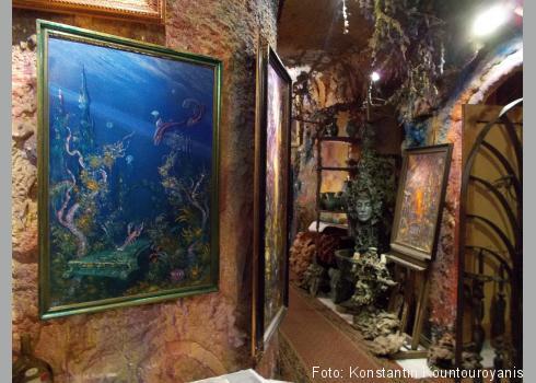 Reons Ausstellung im Untergeschoss des Hauses der Magischen Grotte.