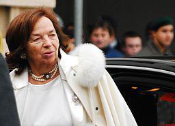 Livia Klausová anlässlich eines Staatsbesuchs, fotografiert bei der offiziellen Begrüßung im Inneren Burghof in Wien.