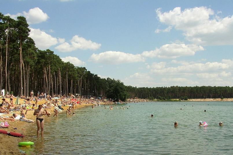 Baden im Prager Umland: Baggersee Lhota | prag aktuell